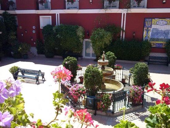 Romerito: Patio del hotel.