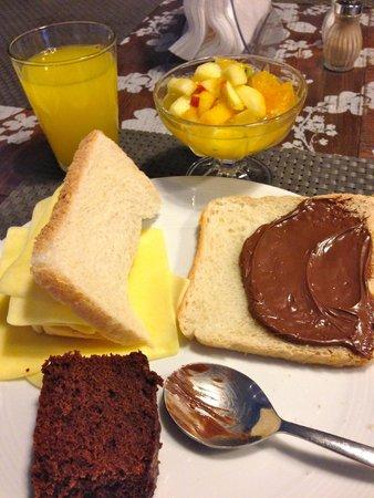 Gallery Hostel: Breakfast- also includes eggs, coffee, meats, etc
