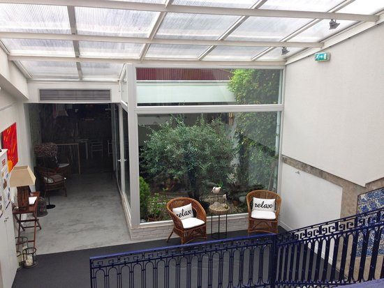 Gallery Hostel: View looking down into dining area