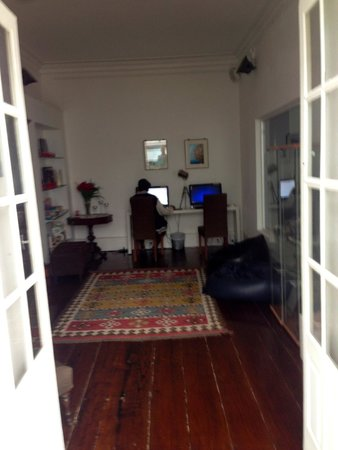 Gallery Hostel: Computer lounge