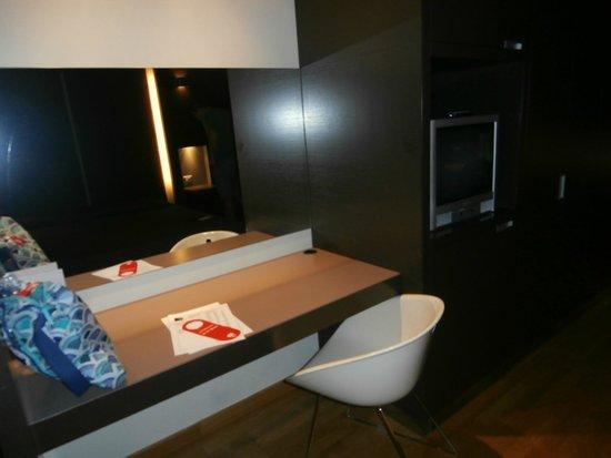 Wall Art Aparthotel Prato: Habitación