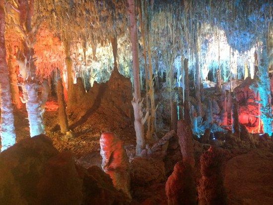 Cuevas dels Hams : grotte avec lumière