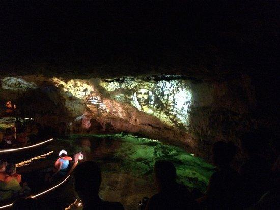 Cuevas dels Hams : Musique classique et images
