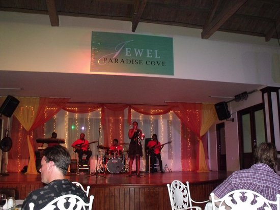 Jewel Paradise Cove Resort & Spa Runaway Bay, Curio Collection by Hilton : show at buffet