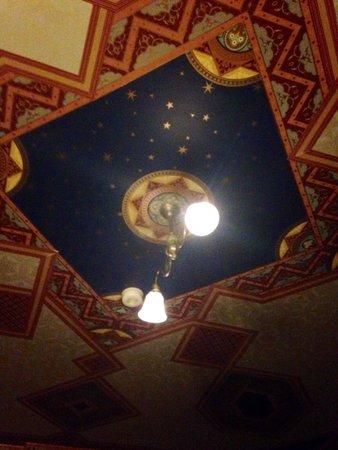 Lumber Baron Inn & Gardens : Stunning ceilings
