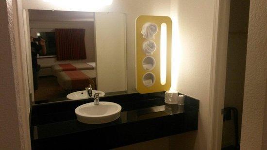 Motel 6 Manteca: Area lavandino