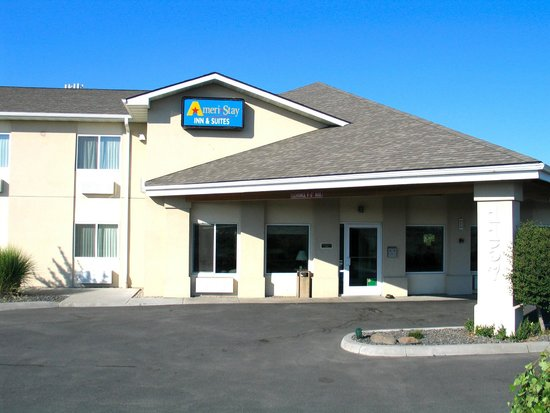 AmeriStay Inn Moses Lake: Hotel Entrance