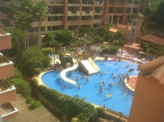 H10 Mediterranean Village: Vista de la piscina desde el solarium