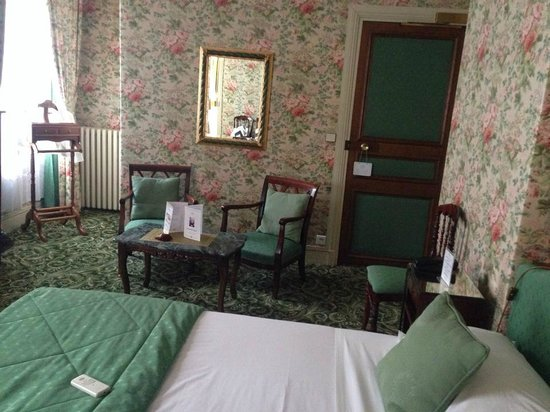 Grand Hotel des Templiers : Our lovely, very French bedroom