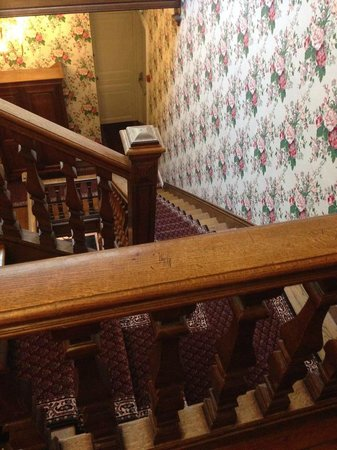 Grand Hotel des Templiers: The main staircase