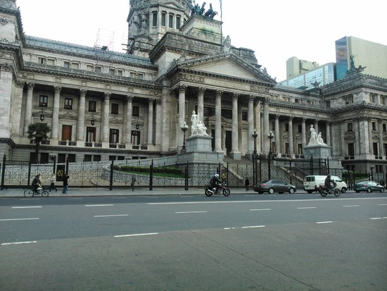 Ibis Buenos Aires: Praça da Frente