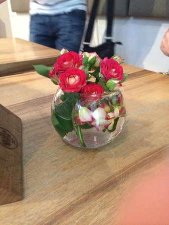The Green Bean : Цветы на столе