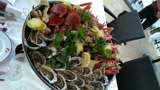 Hôtel Barrière Le Majestic Cannes: Морепродукты на ужин!