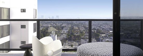 Mondrian Los Angeles Hotel: BALCONY SUITE