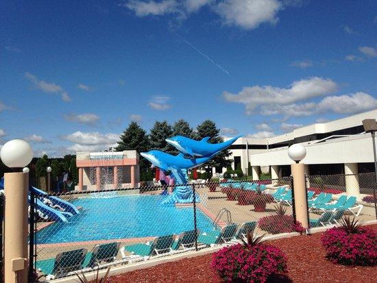 Grand Marquis Waterpark Hotel & Suites: Fun outdoor pool!