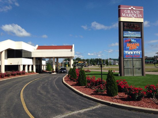 Grand Marquis Waterpark Hotel & Suites: Main entrance