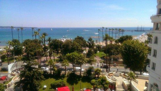 Hotel Barriere Le Majestic Cannes: Вид с балкона.