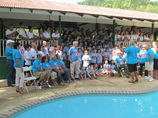 Hacienda Gripinas : our family reunion, group picture by the pool