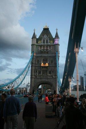 Puente Tower Bridge: Die Beleuchtung machts ...