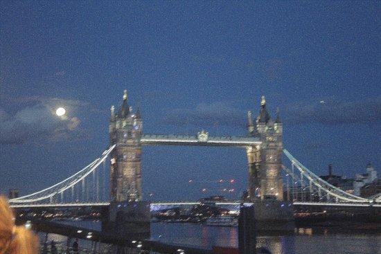 """Puente Tower Bridge: Künstlerisch umgewandelt ... das Kamerabild als """"Kunstwerk"""""""