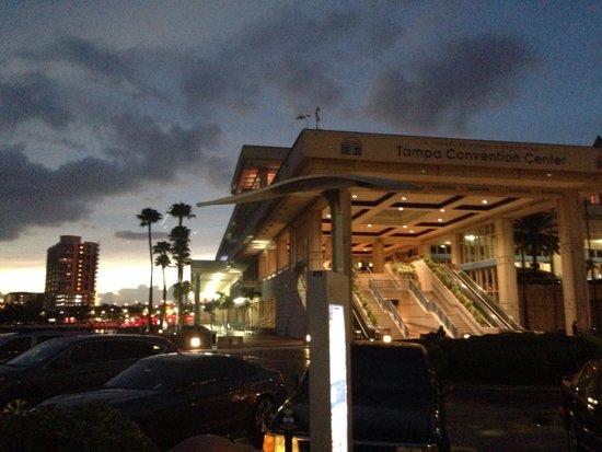 Tampa Marriott Waterside Hotel & Marina: Tampa Convention Center next door