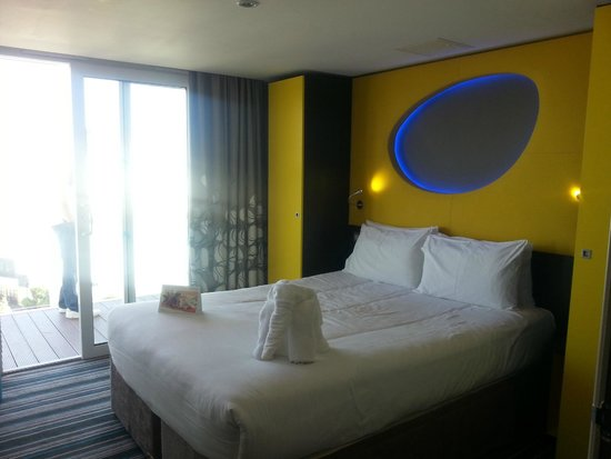 Wave Hotel & Apartments: Master bedroom