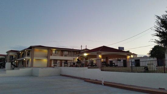 湖景旅館及套房飯店