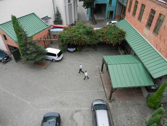 Best Western Santakos Hotel: Парковка (вид сверху)