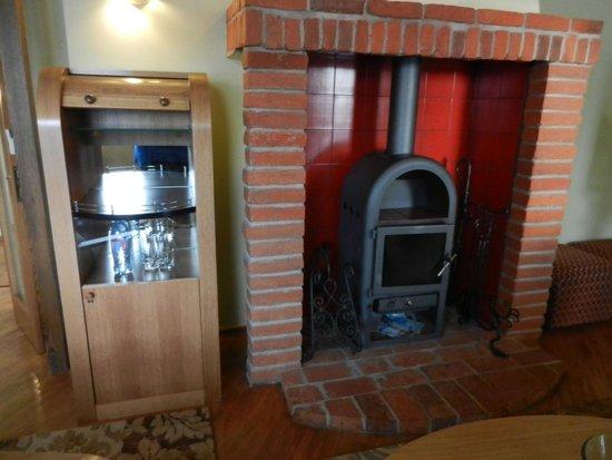 Best Western Santakos Hotel : Камин в гостиной