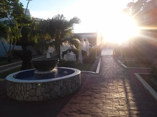 BlueBay Villas Doradas Adults Only: great landscaping