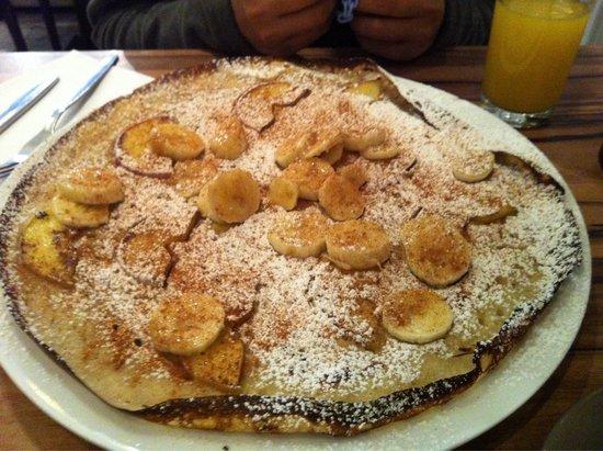 Sara's Pancake House : Banana pancakes
