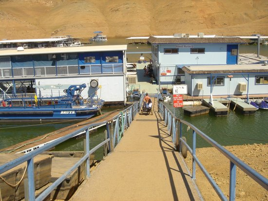 Lake Oroville State Recreation Area : The dock