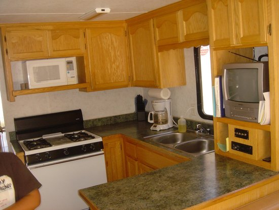Lake Oroville State Recreation Area: kitchen