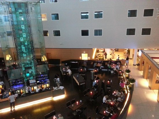 Radisson Blu Hotel London Stansted Airport : Bar and Light meals