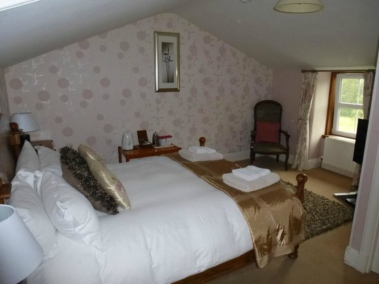 Rowan Tree Country Hotel: Room under the roof
