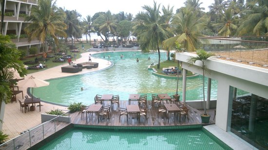 Eden Resort & Spa: zwembad zicht