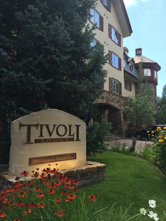 Tivoli Lodge: Front of the Hotel