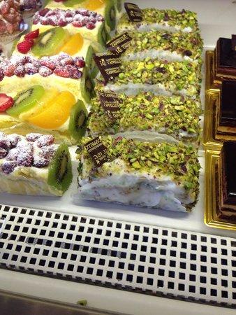 Pasticceria Cappello: Pan di Spagna con crema di pistacchio e granella