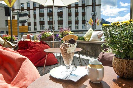 Hauser Restaurant: Bar und Lounge auf der Terrasse