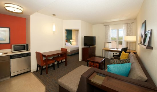 Residence Inn Phoenix Airport: One Bedroom Suite