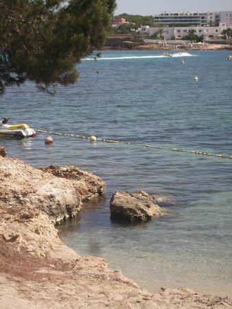 Intertur Hotel Miami Ibiza: rocks outside hotel on beach