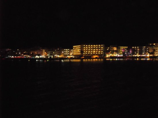 Intertur Hotel Miami Ibiza: the bay at night from the hotel