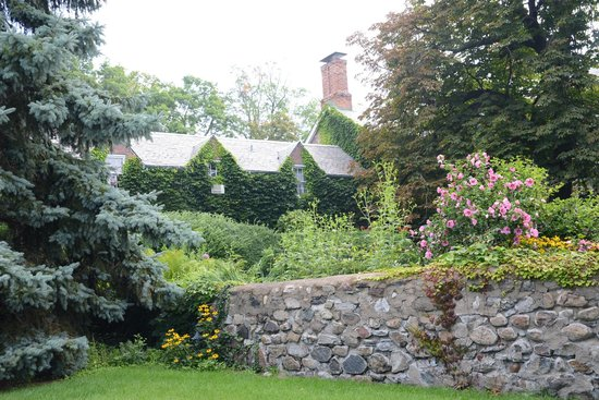 Morgan Samuels Inn: House Back