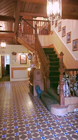 Cae'r Blaidd Country House: staircase at the entrance of this beautiful home
