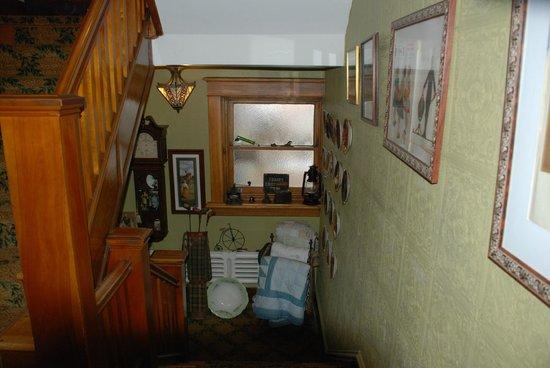 Auberge McGee's Inn: stairway