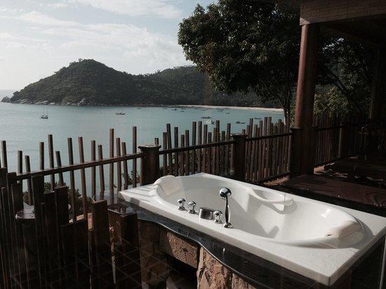 Panviman Resort - Koh Pha Ngan: Baignoire sur le balcon