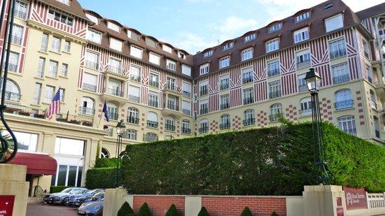 Hôtel Barrière Le Royal Deauville : façade 1