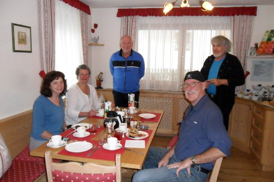 Les Gomines B&B: Breakfast was outstanding.
