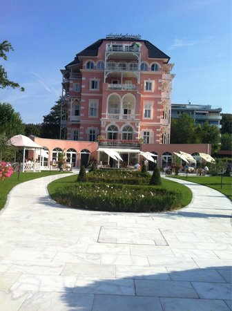 Astoria: Hotellet bagfra ��