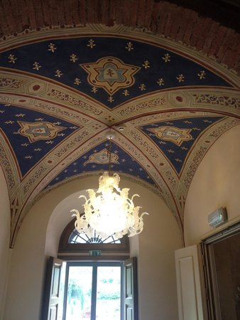 Hotel Villa Campomaggio Resort & Spa : Lobby ceiling